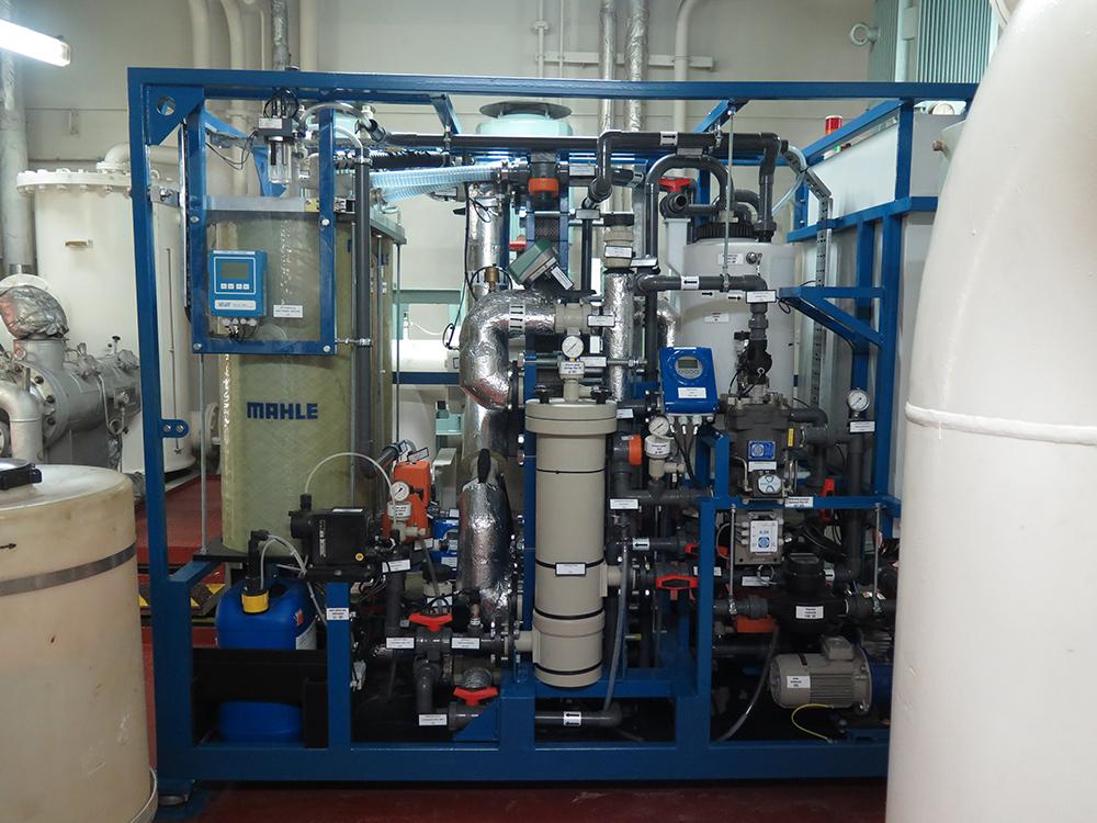 Membrandestillationsanlage der Firma MAHLE mit eingebautem Membrandestillationsmodul des Fraunhofer ISE